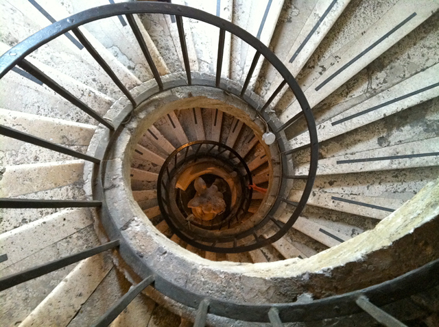 Down-spiral-staircase-Villa-Medici